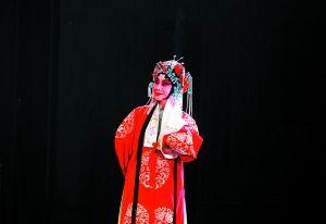 北京大学百年讲堂依次上演了《四郎拜见母亲》、《门阳女将军》和《索林胶囊》等十二部经典剧目。