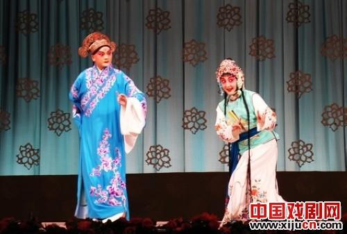 京剧《桃花村》展现了一段充满欢笑和误判的幸福婚姻。