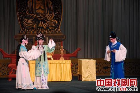 由张丕的继任者王润菁主演的著名戏剧《西厢记》获得了圆满成功。