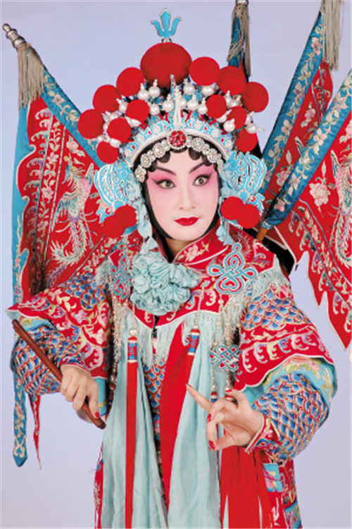 京剧的接班人孙明珠已经接受了云南京剧剧院杰出的年轻演员袁昕为弟子。