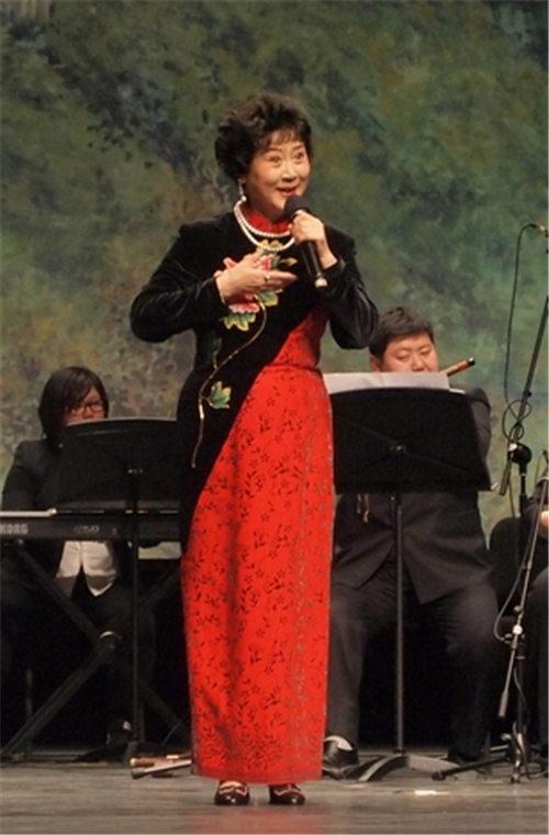 """第二届全国京剧团在温州大剧院举行了""""马森之夜红色经典京剧名曲音乐会""""。"""