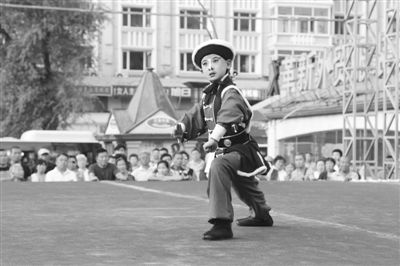 京剧业余爱好者李子琪和张芊芊成为京剧的接班人