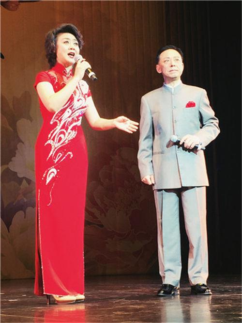 """余奎志和李胜素与艺术团""""文化中国、四海和春天""""一起表演新西兰"""