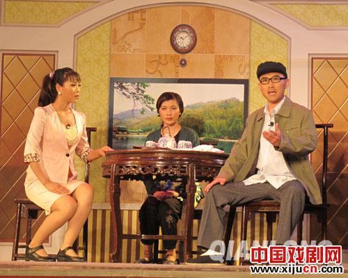 由鞠萍京剧团演出的鞠萍原创歌剧《怨恨姻亲》让观众们乐在其中。