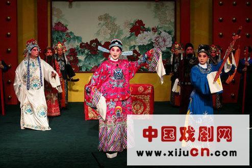 年轻的京剧演员丁晓君将带着他大师的代表作《谢瑶环》登上北京梅兰芳大剧院的舞台。