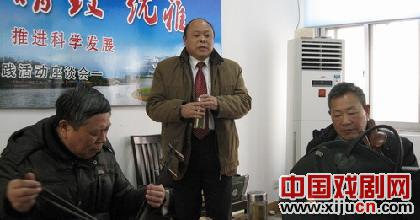 扬州三代选民唱皮黄庆节