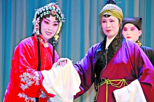 """大连京剧剧院的所有演员都在赶着为""""大连空中剧院之旅""""排练"""