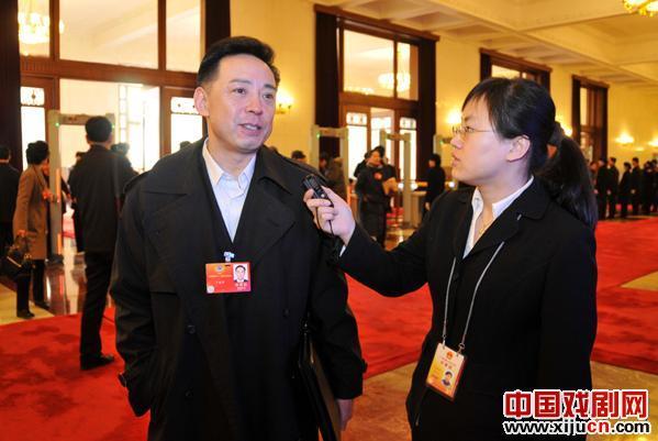 余奎志:提高青少年对京剧等传统艺术的兴趣