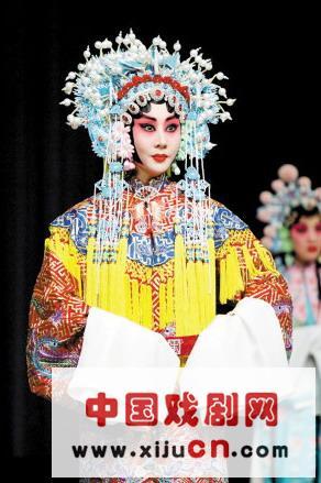 北京京剧院的王潘、湖北京剧院的万晓慧、上海京剧院的东薛平、中国戏曲学院的张启庭和天津京剧院的赵方圆都在一起演出。