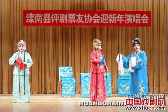 """滦南县成蔡照大剧院平剧团表演了30%的""""王丁宝借""""、""""桃花在脸上""""和""""刘芸打妈妈""""的传统"""