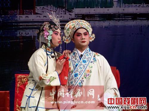 高飞的评剧团表演了《桥太守桥店园杨浦》和《杜十娘》