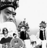 吴忠一家都是歌剧演员。