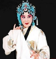 年轻的华淑兰郑桂芳欣赏中央电视台的美丽魅力