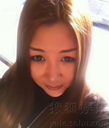 郭德纲第二任妻子王辉的私人照片曾因天津平举鼓而闻名