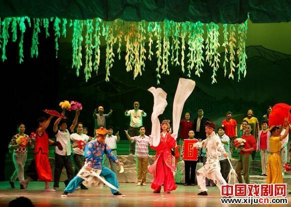 大型现代戏剧《陵水湾》获得了许多奖项。