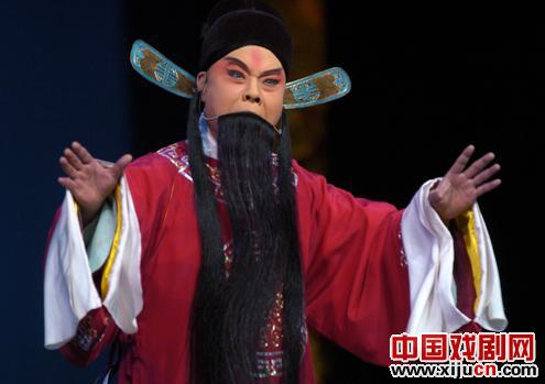 京剧高中剧目《孙安活版》的精彩表演