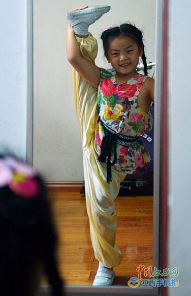 南昌两个女孩荣获国家京剧奖