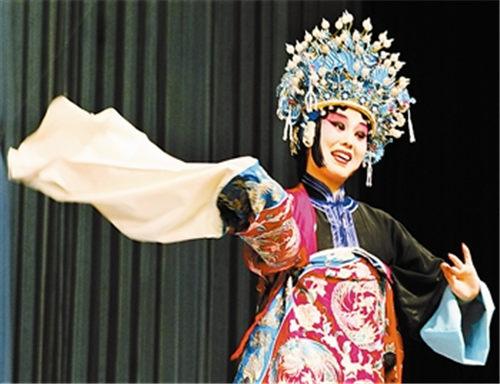 由张克、孟广禄等主演的著名戏剧《迷失、空虚和破碎》和由张悦主演的《疯狂的梦》正在上演。