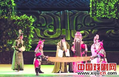 新京剧《沉甸甸的学生项羽》在山东剧院演出