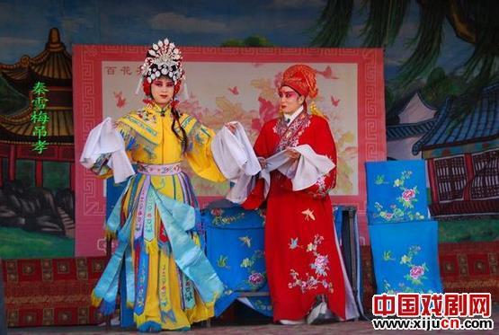 赤峰辛雷评剧团定期唱歌、读书和表演