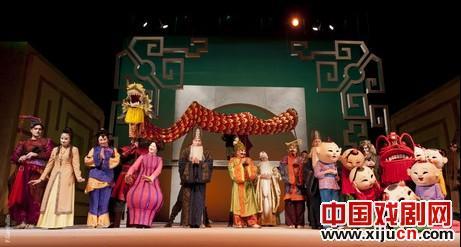 中国京剧演员和俄罗斯音乐家表演《图兰朵》