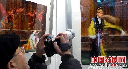 金梅的《美丽的京剧》为京剧艺术个人摄影展揭幕