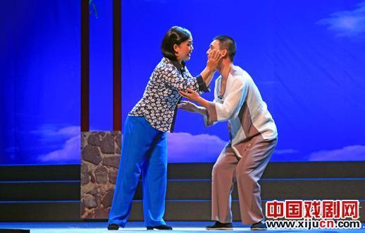 现代平剧《爱情庭院》展示了十四年的爱情