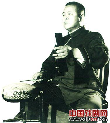 贾邴正,晋中青年金剧团退休鼓手
