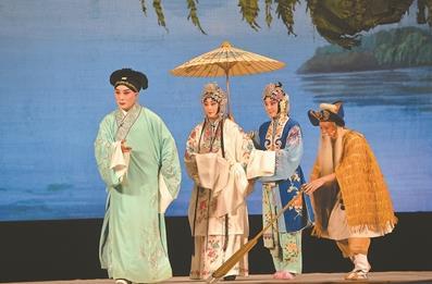 天津京剧院在南京人民大会堂上演经典戏剧《白蛇传》