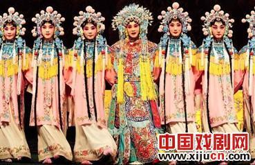 京剧《菊园谢芳》是四首经典曲目的合集,分别是《霸王别姬》、《三岔口》、《入宫》、《醉妃》