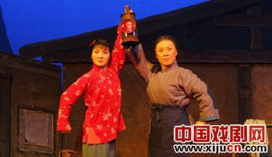 中西现代京剧《红灯记》的结合