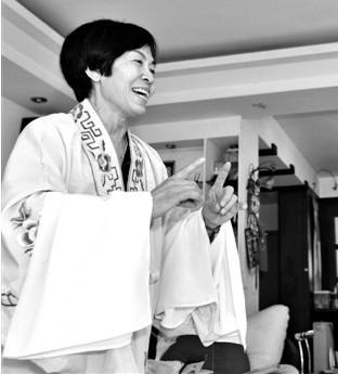 从他母亲生命的一开始,吴金銮就喜欢上了这部戏。