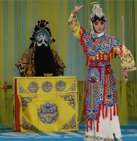 重庆京剧团的李周和张青表演了京剧《霸王别姬》