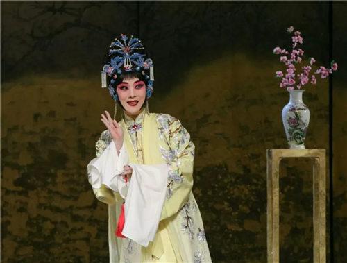 一部新的古代京剧《哑巴女人的抱怨》的门票