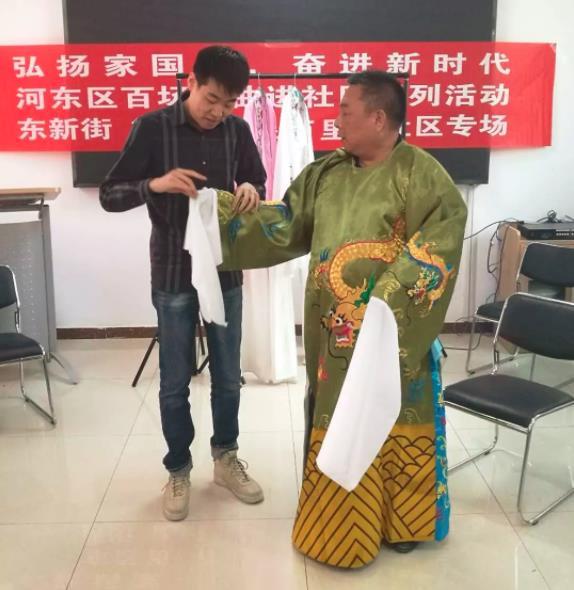 杨派后裔解读京剧老声的演唱和表演技巧