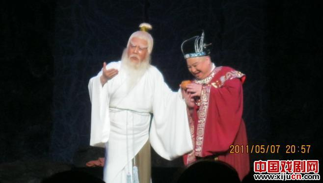 魏氏马校的后代联合主演了男剧《钟李健》。