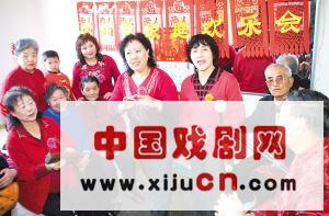 天津市河西区柳林街腾华里社区居民自发成立业余戏剧团。