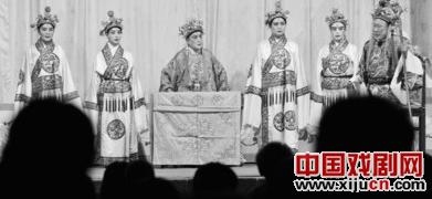 北京五环剧团已经连续演出一个月了。事情不是这样的。