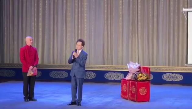 著名京剧杨派的继承人李俊先生接见了杨派的元老傅宇。
