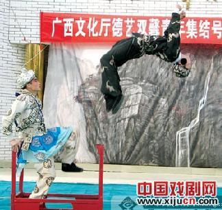 """广西京剧团在""""古柏红军村""""演出"""