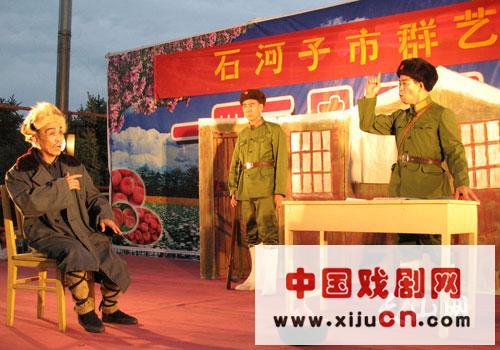 石河子市艺术博物馆去了农八师第143团,专门演出京剧《智取虎山》、《醉妃》、《借东风》