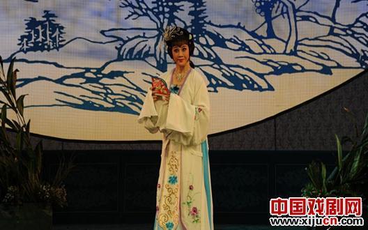 平剧《金莲三村》赢得了满堂彩。