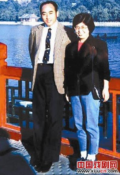 庄子和日本女孩佐佐木敦子被京剧所束缚