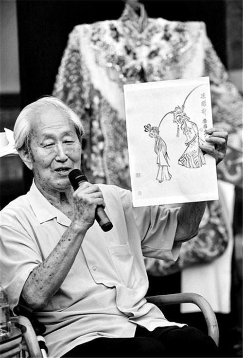 李卓群、谭正岩、孙世民、谭孝曾、阎桂祥和李宾生谈论京剧和过去。