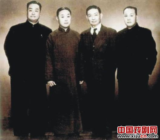 京剧《四大名旦》在河南戏剧舞台上留下了一个长长的故事。