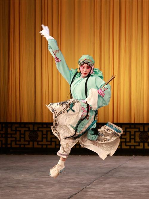 李天慧·建普和任广平·李春的京剧《生与死的仇恨》