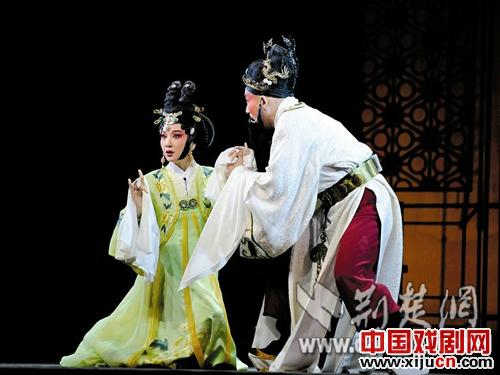 江苏演艺集团北京剧院在第六届京剧艺术节上上演了一出新的历史京剧《花开》。