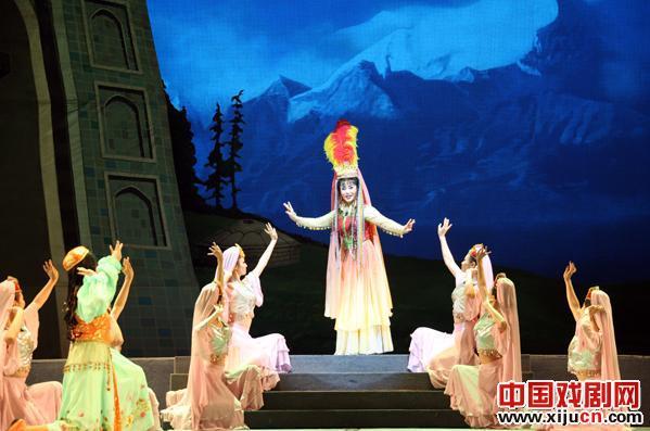 民谣《费翔和甘龙》为首都的观众带来了一场精彩的演出。