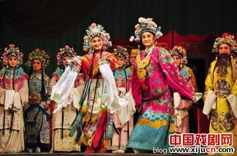 吕梁金剧院常年扎根于农村基层。