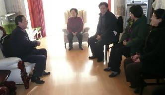 工作委员会副书记于桂林等人参观了著名京剧表演艺术家刘长瑜。